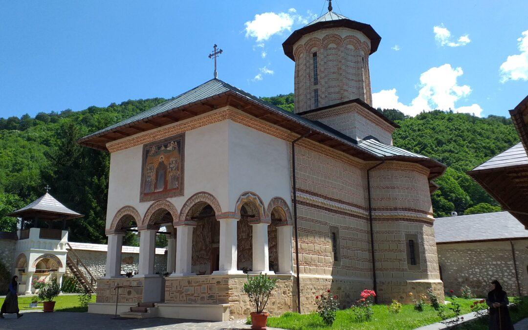 Manastirea Polovragi, Pestera Polovragi, Cheile Oltetului – Atractii turistice din Nordul Olteniei