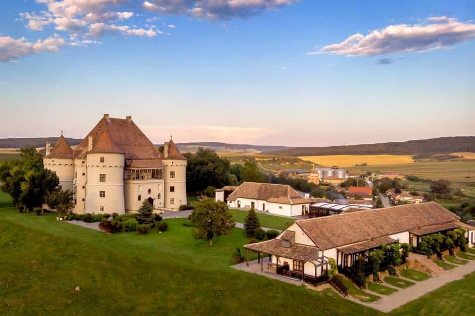 Vizita la crama Jidvei, cea mai mare cramă din țară și castelul Bethlen-Haller
